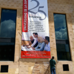 Lona publicitaria Universidad de la experiencia
